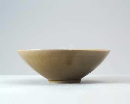 Greenware bowl with musk mallow decorationfront