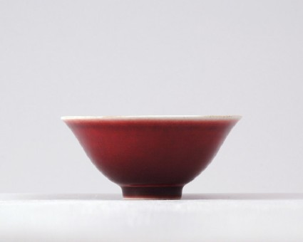 Bowl with copper-red glazefront