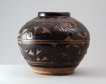 Cizhou type jar with scrolling foliage decorationfront