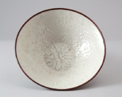 White ware bowl with phoenixes and floral decorationfront