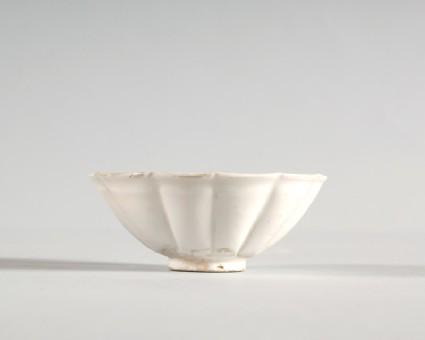 White ware lobed bowlfront