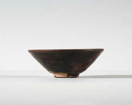 Black ware tea bowl with brown streaksfront
