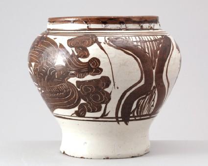 Cizhou type jar with phoenixesfront