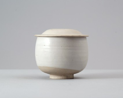 White ware bowl and lidfront