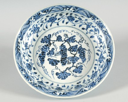Blue-and-white dish with bunches of grapesfront