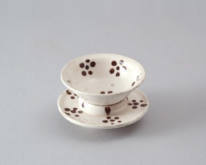 Cizhou ware cup and stand with dotted floretsfront