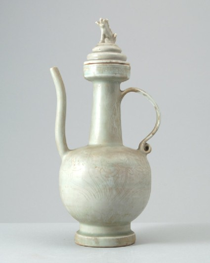 White ware ewer and lid surmounted by a lionfront